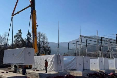 Vgradnja baterijskih hranilnikov v RTP Okroglo v polnem teku