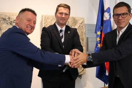 Podpis pogodbe za izgradnjo nove Osnovne šole Frana Albrehta Kamnik